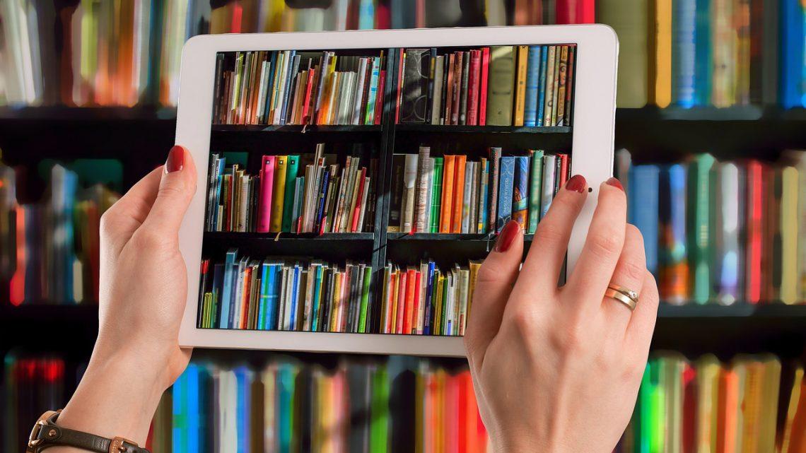 با کتابخانه همگانی طاقچه بینهایت کتاب بخوانید