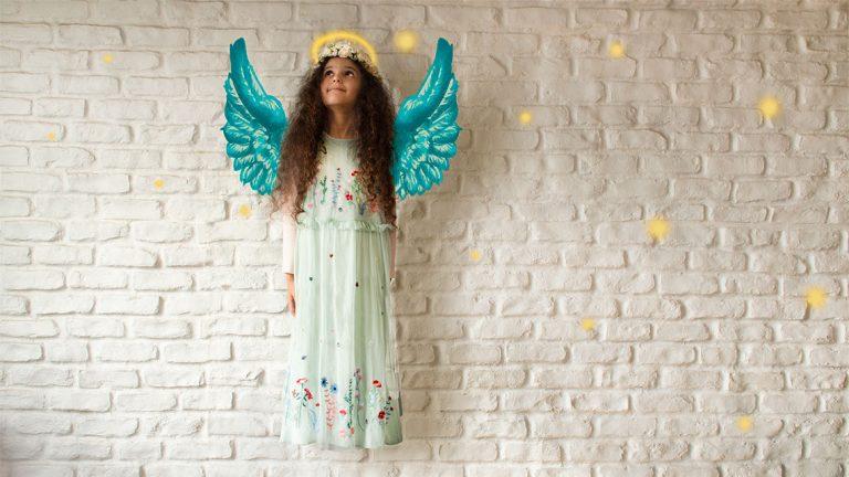 فرشتهای در حال پرواز