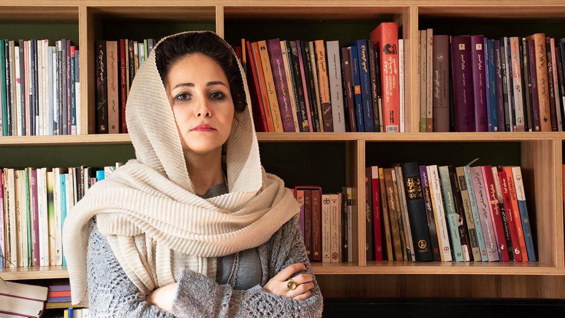 آشنایی با عطیه عطارزاده ؛ نقاش، مستندساز، شاعر و نویسنده